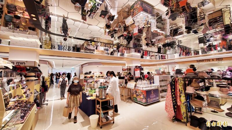 大立百貨周年慶今天正式開跑,超強消費回饋可達20%。(記者張忠義攝)
