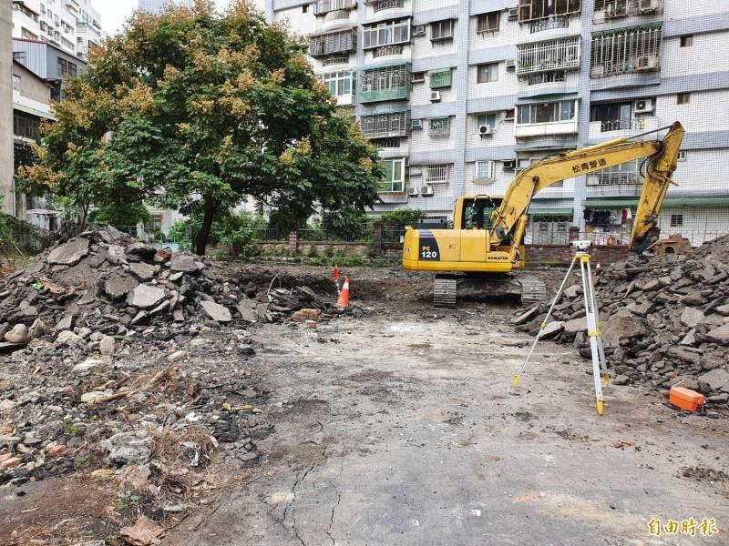 目前進行整地工程,預計2021年2月初就能完工。(記者邱書昱攝)