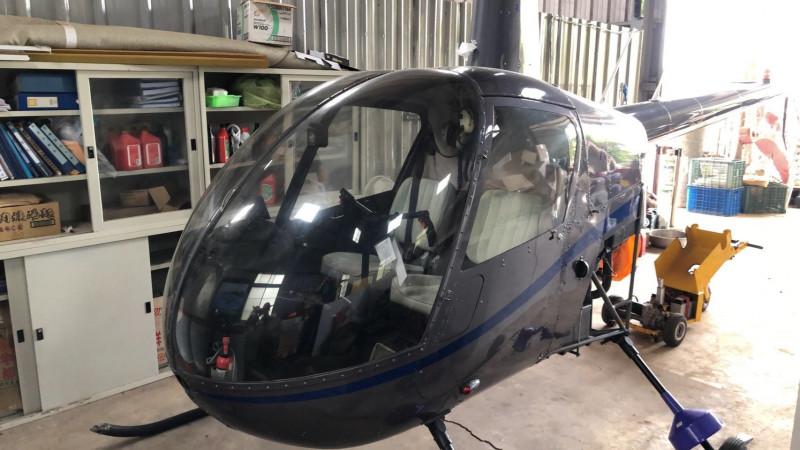南投檢警持續調查直升機偷飛案,前往台中外埔區查獲另一架R22直升機。(南投地檢署提供)