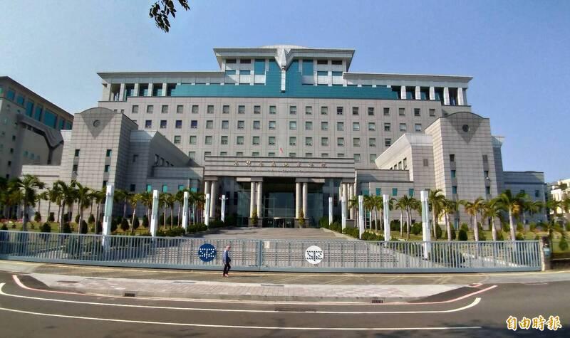 台南地院判對強制猥褻女學生10次的狼師張博勝合併判刑4年10月。(資料照,記者王俊忠攝)