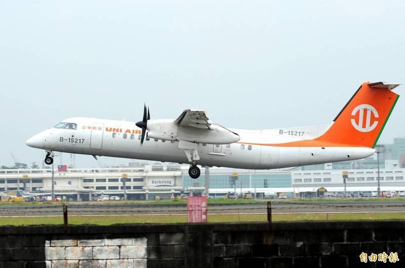 我國一架高雄飛東沙島的立榮包機,15日上午尚未降落就被香港區管中心要求返航。圖為立榮東沙軍包機示意圖。(資料照)
