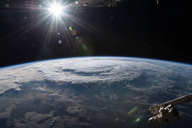 美國天文學家觀察,一顆以埃及混亂之神「Apophis」命名的小行星,正加速朝地球前進,並有較低機率在2068年撞擊地球。地球示意圖。(擷取自NASA)