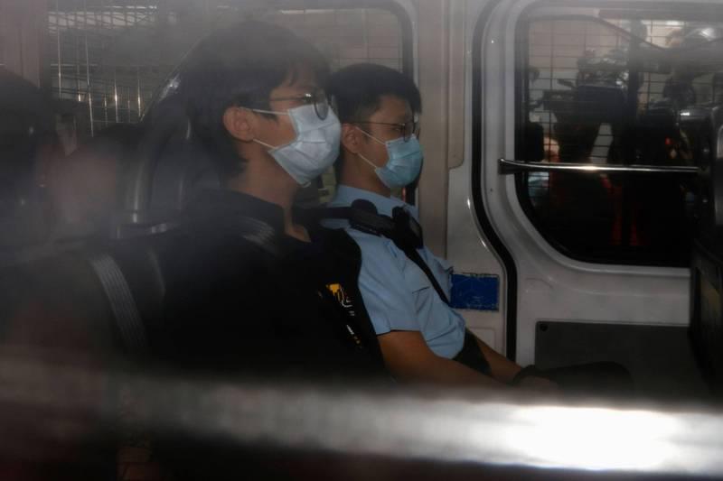 鍾翰林今(29日)被押往法院提訊。(路透)