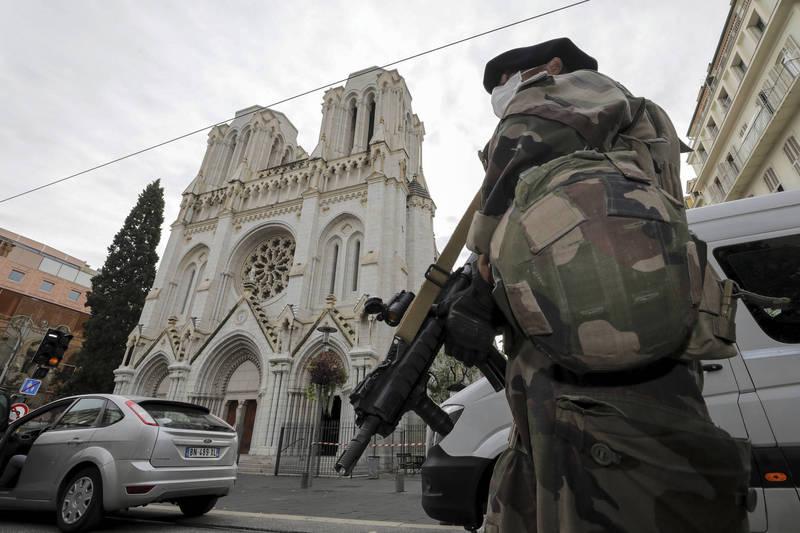 法國亞維農也傳攻擊事件 1男持槍喊「真主至大」襲警遭擊斃