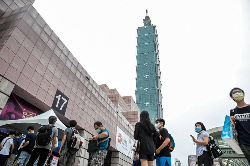 台灣在10月29日達到新的里程碑,保持著遠超世界其他地區的最佳記錄:連續200天都沒有本土感染病例。(彭博)