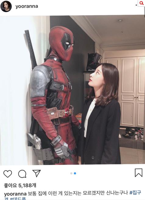有網對比發現女網友po出的照片背景和燦烈姐姐曾在IG上PO出的合照吻合,認為女方照片場景可能確實在燦烈家。(圖取自「Naver」)