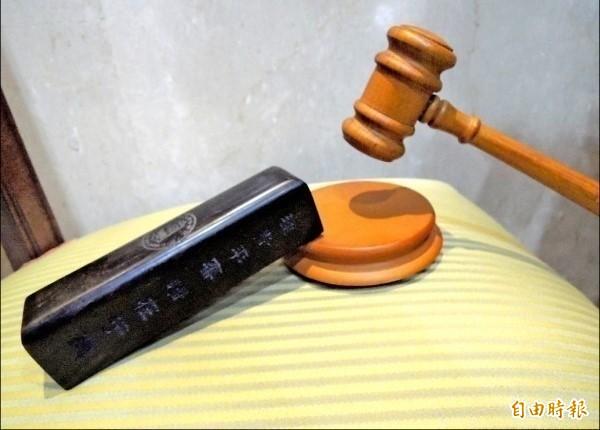 ㄧ名汽車技師保養汽車時不慎撞死同事,刑事雖獲判緩刑,但仍須負起民事賠償責任。(資料照)
