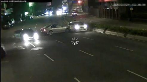 北市大同區昨日凌晨發生車輛追逐互毆情事。(記者劉慶侯翻攝)