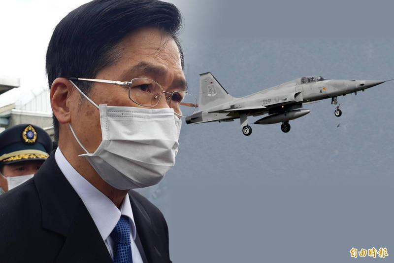 國防部長嚴德發說明F5系列戰機在3年內換裝完畢。(本報合成)