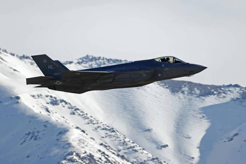 美國向阿拉伯聯合大公國出售50架F-35戰機一案,川普政府現階段僅對國會發出「非正式」通知,圖為美國F-35戰機。(法新社)