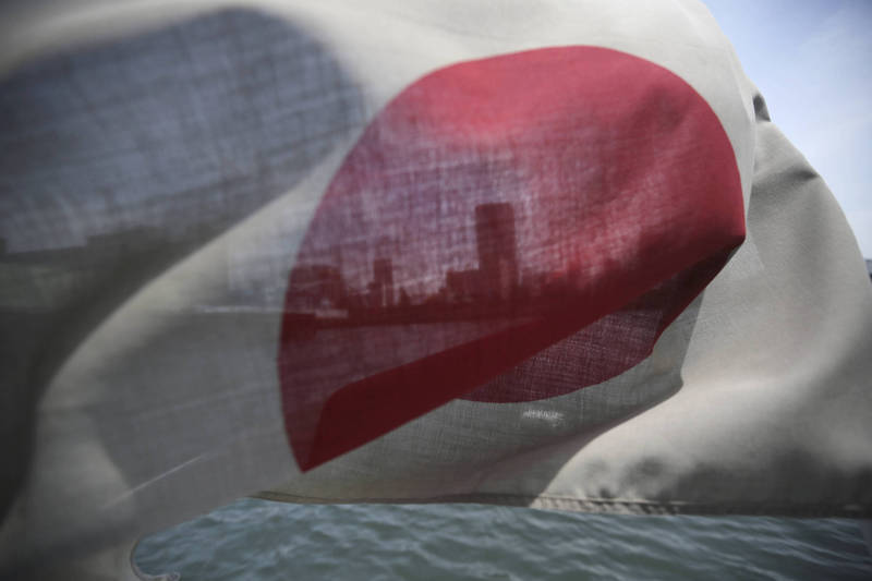 考量疫情與經濟,日本政府今宣布調降對我國疫情警示,將出國管制等級由原先的3級調降為2級(非必要或非緊急請勿前往),一同調降的還有中國、韓國等9國。(美聯社資料照)
