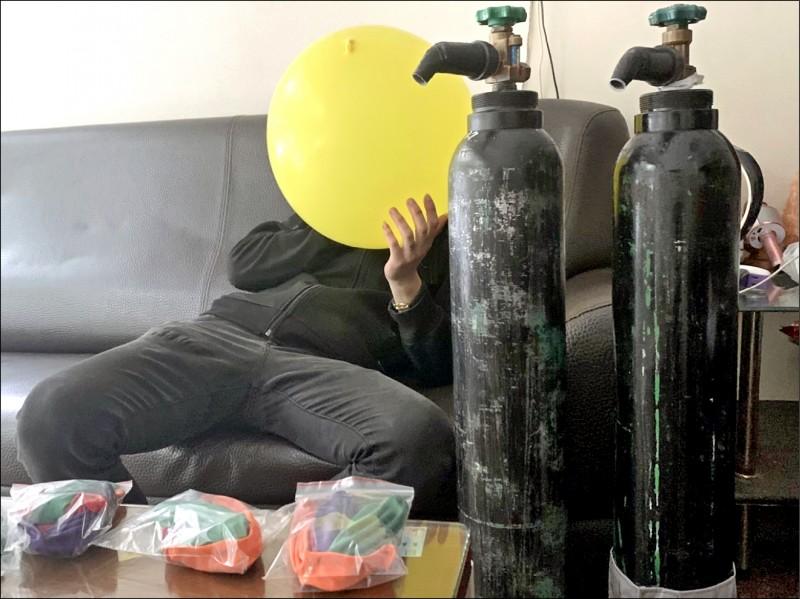 民眾使用氣球吸食笑氣,此舉有致命危險。(資料照,記者周敏鴻攝)
