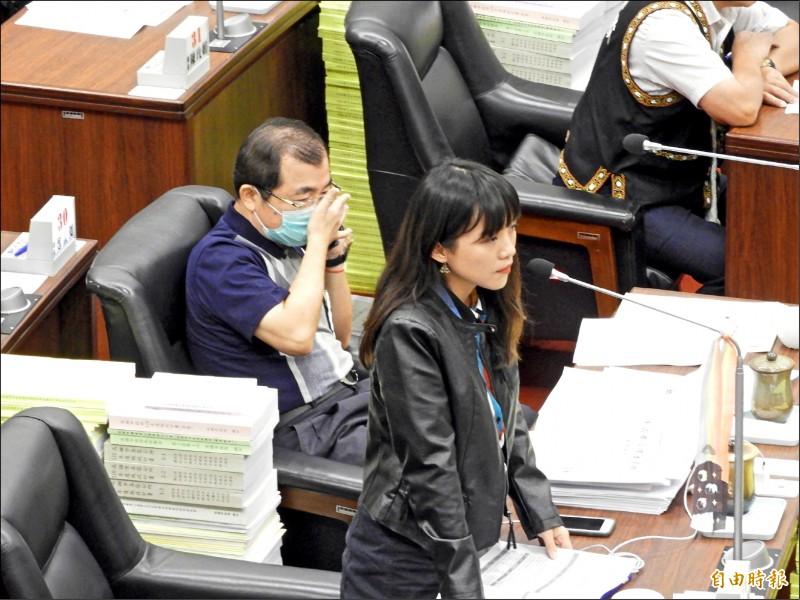 台南女大生命案,高雄市議員黃捷指女大生失蹤第一時間,網路留言充滿對女性惡意。(記者葛祐豪攝)