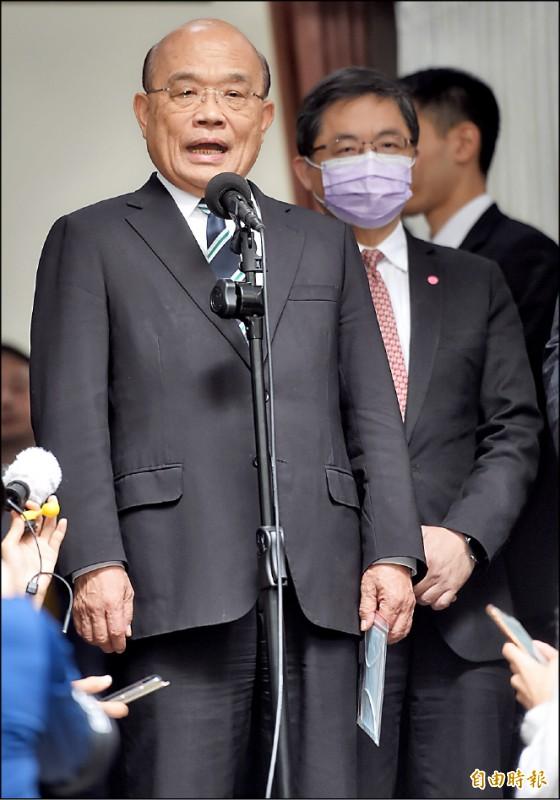行政院長蘇貞昌昨在議場外接受媒體聯訪,批評國民黨立委領高薪卻不做事,還妨礙他黨立委職權,對不起人民。(記者劉信德攝)