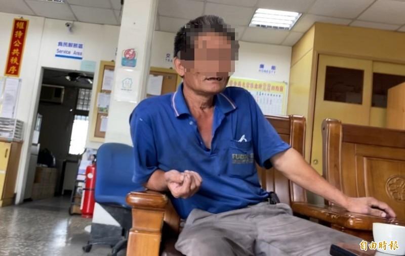 堆高機企業社老闆王男描述堆高機牙插重壓好友工人的過程。(記者楊金城攝)