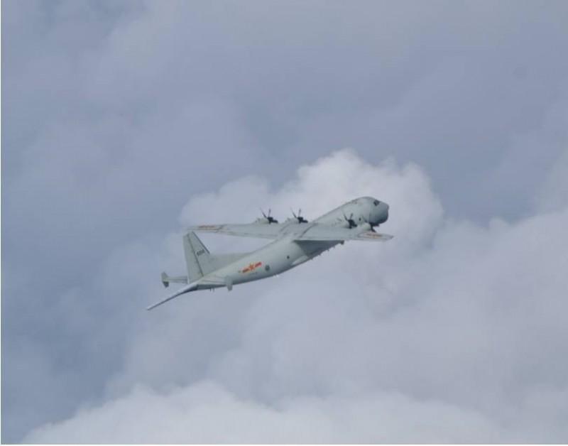 國防部今晚公布上午拍到的運八反潛機照片。(國防部提供)