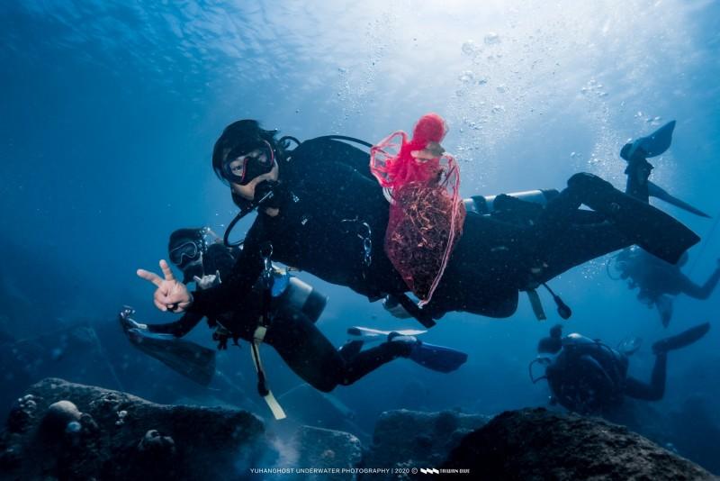 「台灣潛水」公司,連續15年在後壁湖舉辦大型淨灘以及淨海活動。(記者蔡宗憲翻攝)