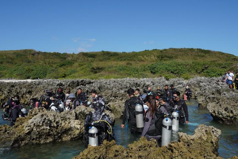 潛水公司連15年淨灘、淨海愛地球。(記者蔡宗憲翻攝)