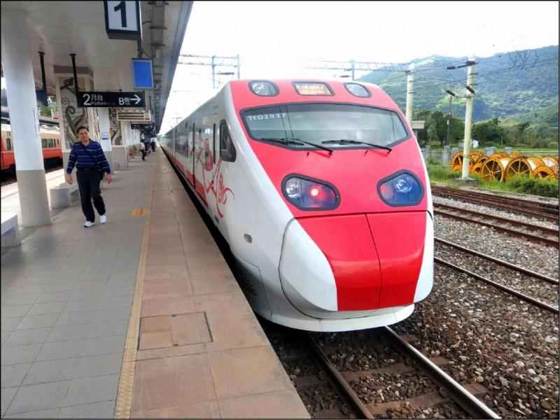 台鐵12月1日起推「早享票」,乘車日前7天起買指定自強號班次,有機會享6折、8折優惠。(資料照)