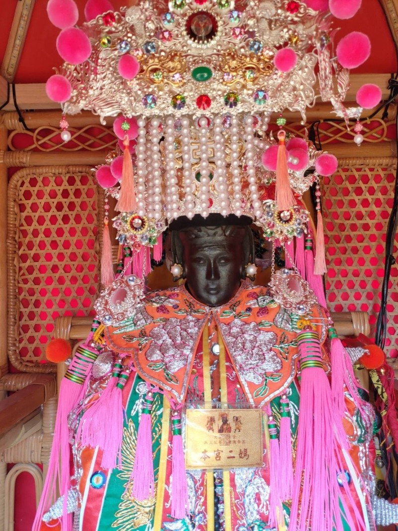 浩天宮媽姐北港會香途中停駕大肚,信眾拍到媽祖神像竟開眼,嘖嘖稱奇。(民眾提供)