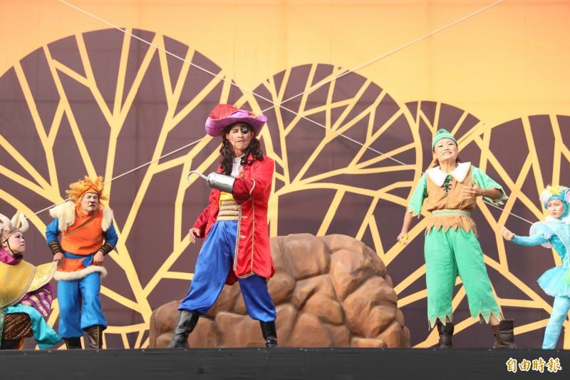 港區藝術中心20周年慶,紙風車劇團演出「蕃薯森林奇遇記」慶賀。(記者歐素美攝)