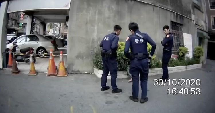 男子一見警就轉身 原來身上有毒