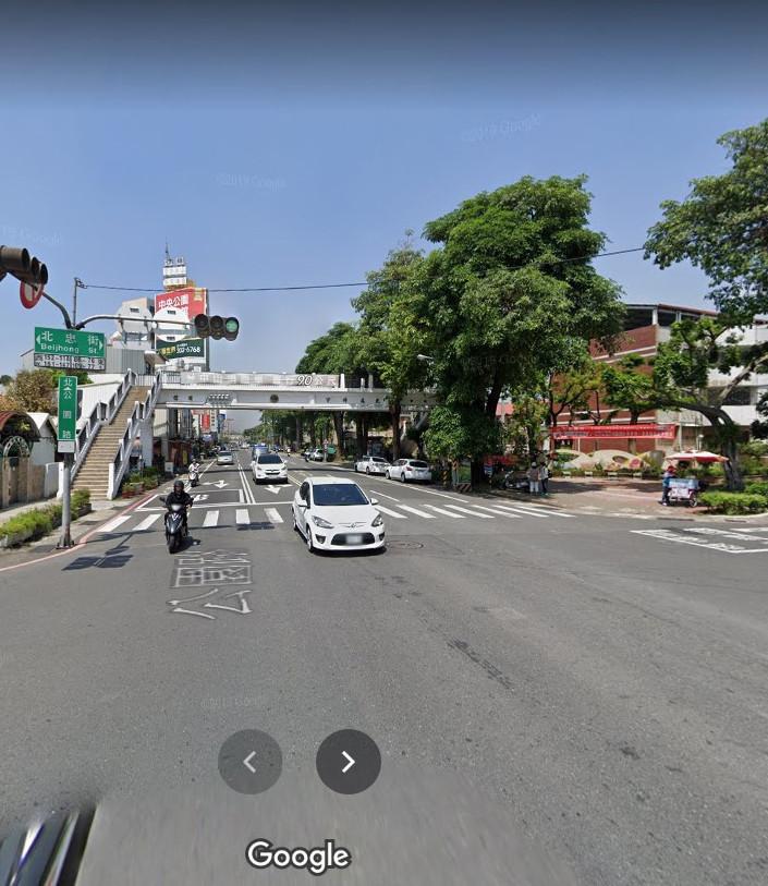 陳姓男子騎機車遭人錄影檢舉在南市北區公園路附近未依規定駛入來車道,裁罰九百元。(圖:取自網路GOOGLE地圖)