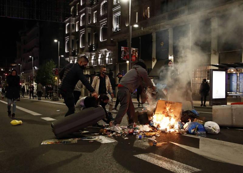 武漢肺炎》西班牙民眾不滿疫情政策暴動 總理譴責暴力