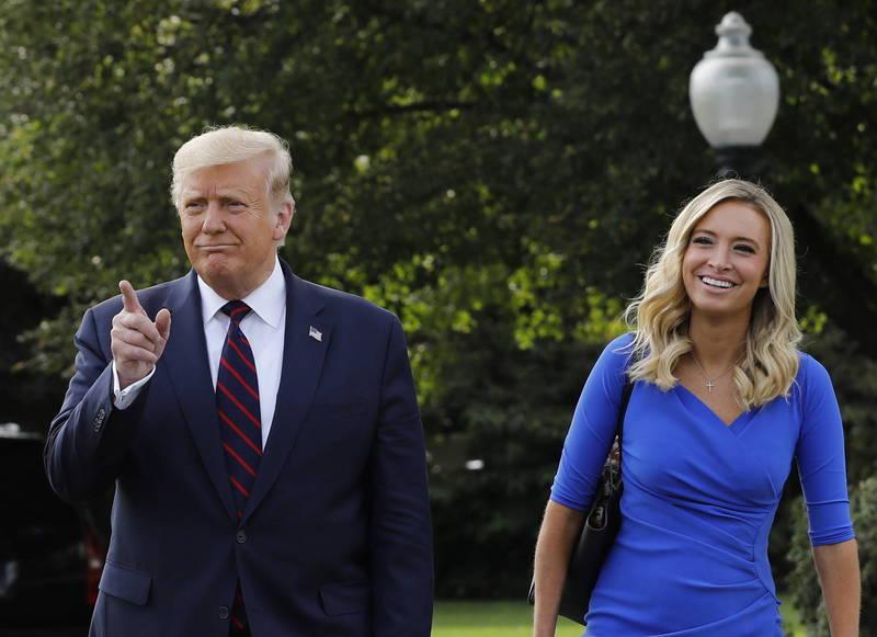 白宮美女發言人麥肯內尼(圖右)透露,總統川普(圖左)開票當天將與一些幕僚「一起在白宮」度過大選之夜。(歐新社)
