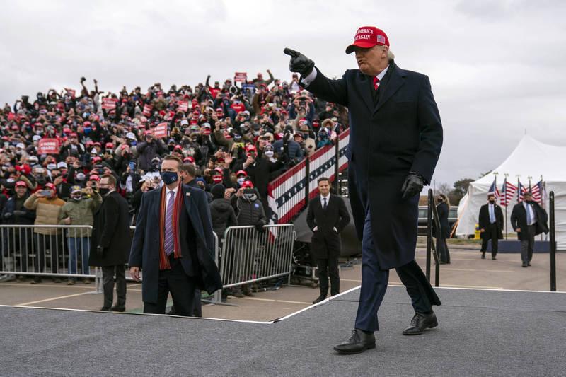 川普在密西根州造勢喊話時表示自己會勝選。(美聯社)
