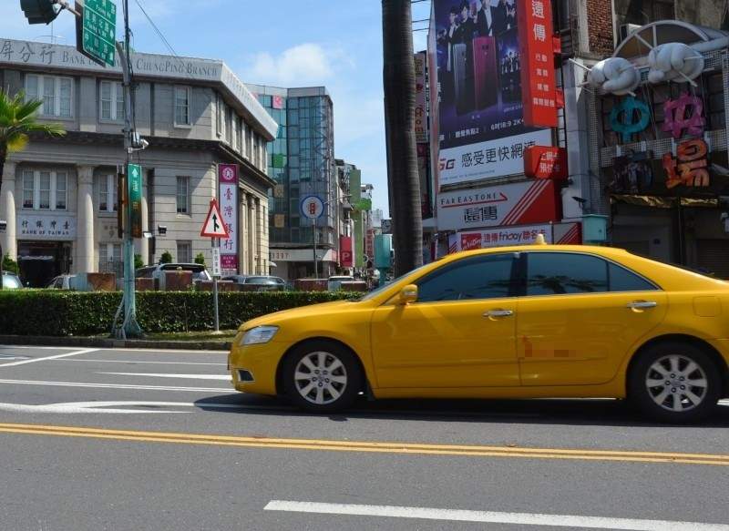 屏東縣專職計程車司機平均每月淨收入低於16K。(記者侯承旭攝)