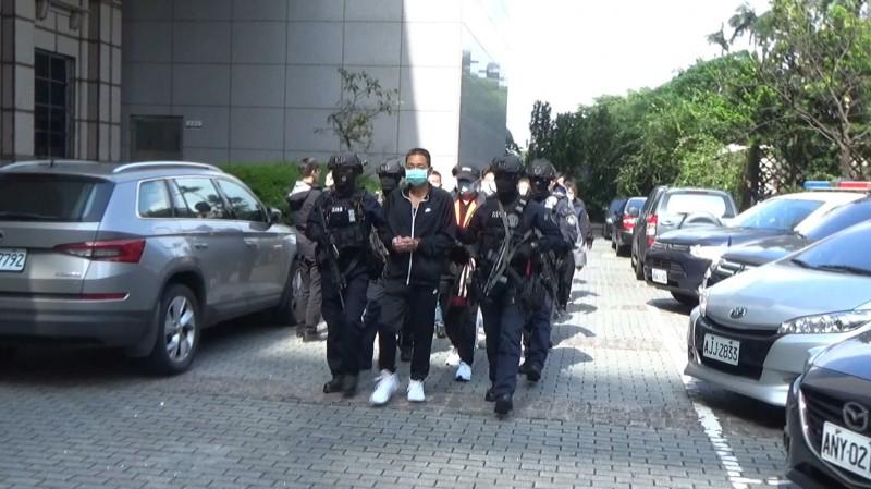 「通化街幫」等6人及亞太三溫暖老闆楊振豐遭移送。(記者鄭景議翻攝)