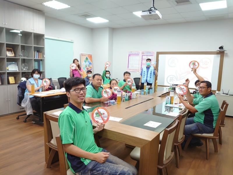 天晟醫院戒菸團隊前進職場、學校助擺脫菸癮。(天晟醫院提供)