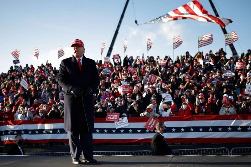 川普抵達賓州展開造勢,支持者熱烈歡呼。(路透)