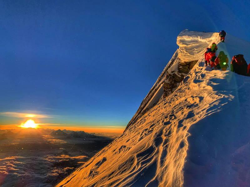尼泊爾是世界上登山探險家的旅遊聖地,該國政府近日解除疫情封鎖,開放部分旅客入境觀光。(資料照,歐新社)