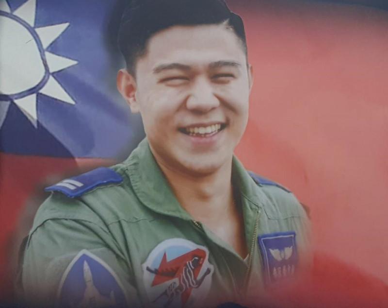 殉職上尉飛官朱冠甍17日空軍台東志航基地舉行告別式。(記者陳賢義翻攝)