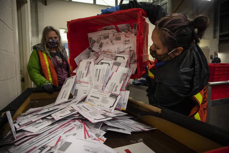 根據「美國選舉計畫」最新統計,今年總統大選超過1.6億人投票,創下了120年來最高投票率。(美聯社)