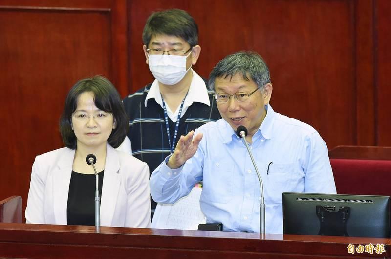 台北市議會今天進行第9次會議市政總質詢,市長柯文哲(右)列席答詢。(記者廖振輝攝)