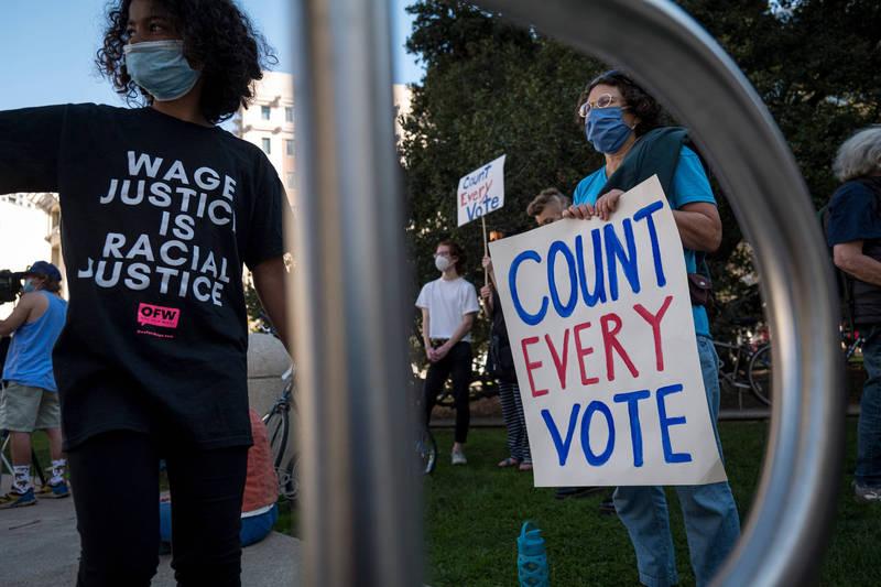 亞利桑那州有選民宣稱自己因使用選務人員提供的「奇異筆」圈選,導致影響計票判讀,選票作廢,相關傳言已在各地發酵。(彭博社示意圖)