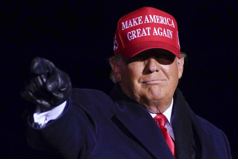 先前多家媒體陸續公布的「亞利桑那州被拜登拿下」,如今可能再有機會反轉,美媒指出,該州仍有60萬張選票尚未出爐,其中人口最多的馬里科帕縣則有40幾萬張選票待計,仍有變數。圖為共和黨總統候選人川普。(美聯社)