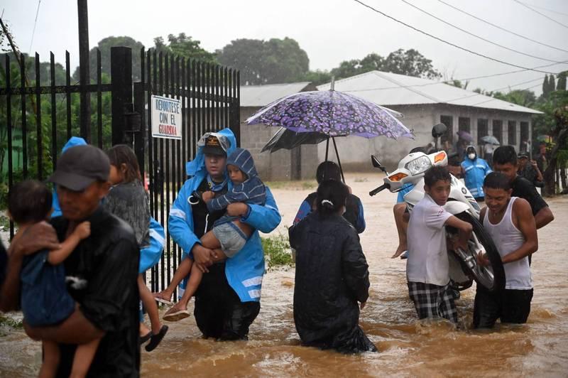熱帶風暴伊塔襲擊中美洲爆發洪災、土石流,截至目前已造成5人死亡。(法新社)
