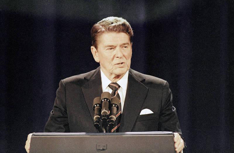 美國前總統雷根(見圖)在1984年在全美橫掃525張選舉人票,壓倒性取得勝利。(美聯社檔案照)
