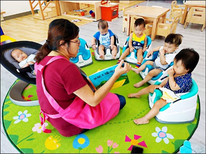 托嬰中心將比照「學前教育機構」,全國203處的工業區都能設立,至少有60萬名勞工受惠。圖為台南市公共托育中心。(資料照,南市社會局提供)
