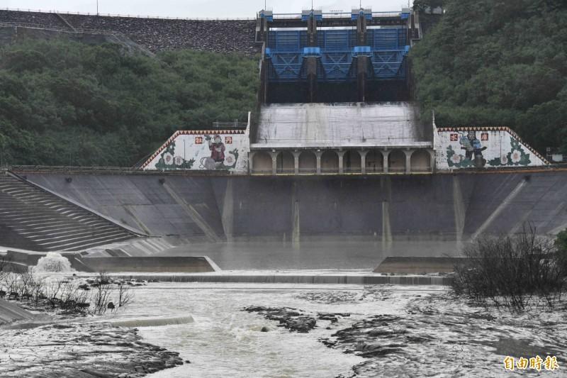「閃電」颱風恐帶來豪雨,牡丹水庫下午4點調節放水。(資料照片,記者蔡宗憲攝)