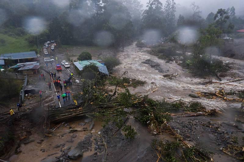 熱帶風暴伊塔重創中美洲3友邦,其中瓜地馬拉爆發大規模山體滑坡,死傷人數仍不明。(法新社)