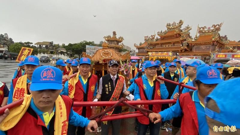 台西安西府舉行為期兩天的「台西大遶境」,行經台西鄉轄15個村、30幾個庄頭部落。(記者詹士弘攝)