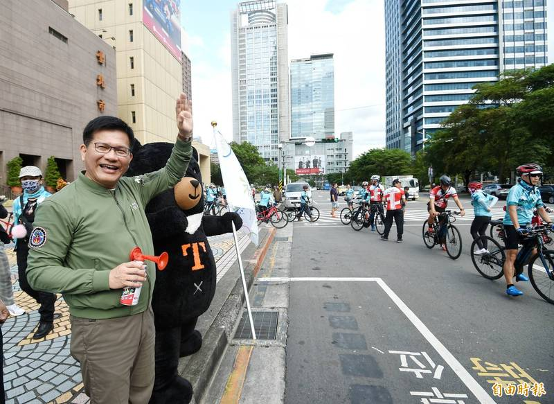 自行車新文化基金會7日舉行「2020台灣自行車節-騎遇福爾摩莎Formosa900」,交通部長林佳龍應邀出席,並主啟程儀式。(記者方賓照攝)