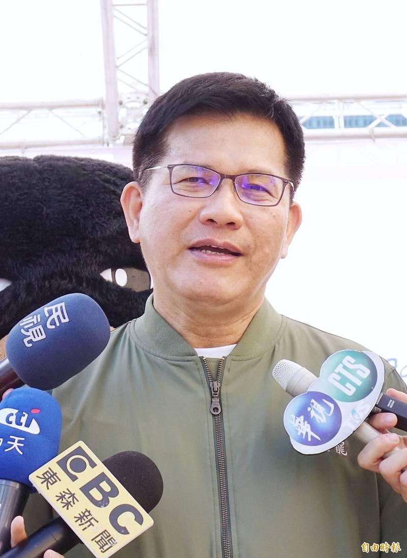 交通部長林佳龍說明台鐵斷軌處理情形。(記者方賓照攝)