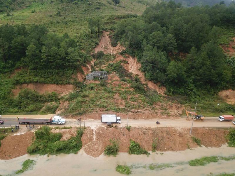 熱帶風暴伊塔帶來大規模降雨,引發洪災、土石流重創中美洲。(歐新社)