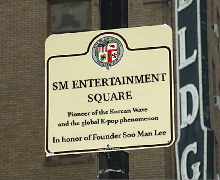 洛杉磯市內1處十字路口將命名為「SM娛樂廣場」,象徵南韓SM娛樂讓K-POP在全球掀起風潮,致敬SM娛樂大家長李秀滿。(擷取自南韓SM娛樂官網)